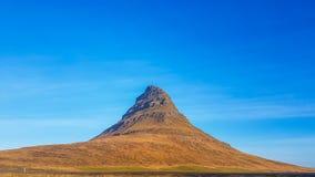 Montanha de Islândia - de Kirkjufell foto de stock royalty free