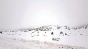 Montanha de Kalavrita em Grécia com névoa Destino famoso do inverno filme