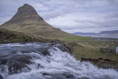 Montanha de Kirkjufell em Grundarfjordur Fotos de Stock Royalty Free