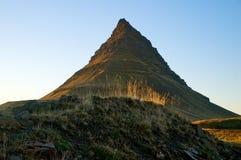 Montanha de Kirkjufell em Islândia Imagens de Stock Royalty Free