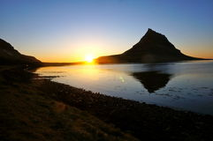 Montanha de Kirkjufell em Islândia Imagens de Stock