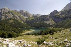 Montanha de Maglic e lago Trnovacko Imagens de Stock Royalty Free