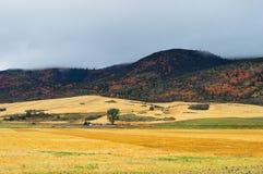 Montanha de muitas cores fotografia de stock royalty free
