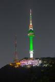 Montanha de Namsan da torre de Seoul em Coreia imagem de stock royalty free