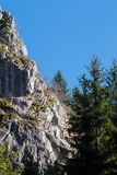 Montanha de pedra no parque da caverna de Bijambare fotos de stock royalty free