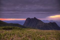 Montanha de Pico Parana perto de Curitiba - Serra faz Ibitiraquire foto de stock royalty free