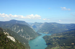 Montanha de Tara e de rio de Drina paisagem da garganta Fotos de Stock Royalty Free