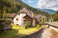 Montanha de Val Gardena South Tirol Dolomites da vila Imagens de Stock