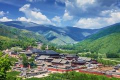 Montanha de Wutai sob o céu azul imagens de stock royalty free
