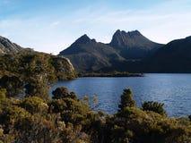 Montanha do berço e pomba do lago Imagens de Stock Royalty Free