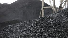 A montanha do carvão, carvão cai do transporte vídeos de arquivo