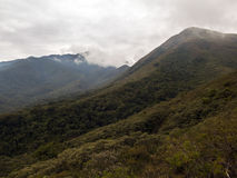 Montanha do fina de Serra com as nuvens no inverno de gerais Brasil de minas fotos de stock royalty free