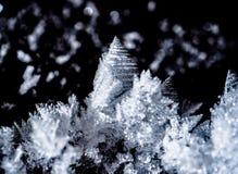 Montanha do floco de neve na escuridão da noite foto de stock