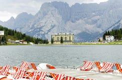 Montanha do lago e do Sorapiss Misurina no fundo Imagens de Stock Royalty Free
