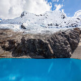Montanha do lago Laguna 69 e do Chakrarahu Imagem de Stock Royalty Free