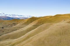 Montanha do panorama da paisagem com montes do outono Foto de Stock