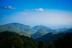 Montanha e céu Imagem de Stock