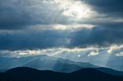 Montanha e céu Fotografia de Stock