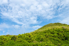 Montanha e céu azul Imagens de Stock