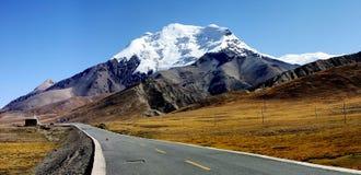 montanha e estrada Fotos de Stock
