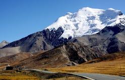 Montanha e estrada Fotos de Stock Royalty Free