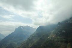 Montanha e estrada feliz no pi Leng do miliampère Imagens de Stock Royalty Free