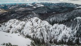 Montanha e floresta escura na montanha de Velebit Foto de Stock