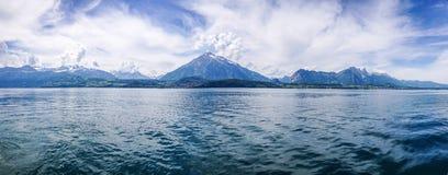 Montanha e lago Fotos de Stock