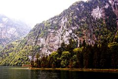 Montanha e lago Imagens de Stock