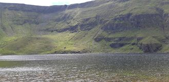 Montanha e lago irlandeses fotos de stock