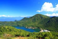 Montanha e lagoa Imagens de Stock Royalty Free