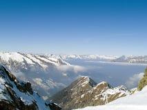 Montanha e nuvens Fotos de Stock Royalty Free