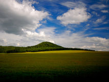 Montanha e nuvens Fotografia de Stock