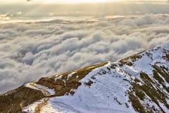 Montanha e nuvens Imagens de Stock