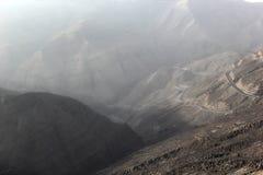 A montanha e o deserto nevoentos de Jabal Jais ajardinam perto de Ras al Khaimah, UAE Foto de Stock Royalty Free