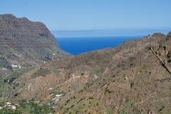 Montanha e oceano Fotografia de Stock Royalty Free