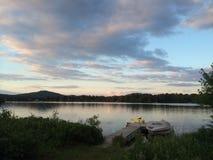 Montanha e paisagem do lago foto de stock