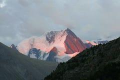 Montanha e por do sol Foto de Stock