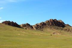 Montanha e prado Imagens de Stock