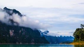 Montanha e represa Imagem de Stock Royalty Free