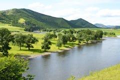 Montanha e rio Imagens de Stock
