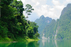 Montanha e rio Foto de Stock Royalty Free