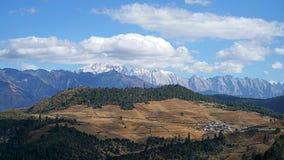 Montanha e vila da neve de Haba Fotografia de Stock Royalty Free
