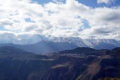 Montanha e vila da neve de Meili Foto de Stock Royalty Free