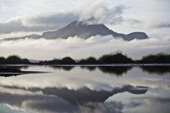 Montanha enevoada em Islândia Fotos de Stock Royalty Free