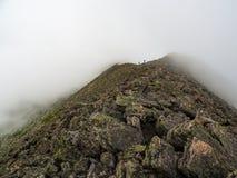 Montanha estreita nevoenta Ridge, fuga da borda do ` s da faca, Katahdin fotos de stock royalty free