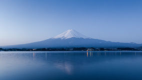 Montanha Fuji na noite Fotos de Stock Royalty Free