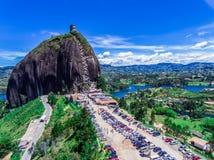 Montanha grande no guatape Colômbia imagens de stock