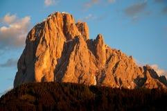 A montanha incandesce vermelha no por do sol Imagens de Stock Royalty Free