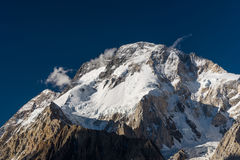 Montanha máxima larga no acampamento de Concordia, K2 passeio na montanha, Paquistão fotografia de stock